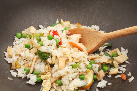 vegan cauliflower chickenless fried rice